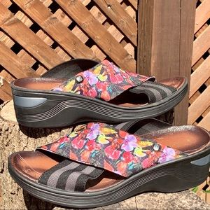 Bzees Desire Wedge Slides Sandals